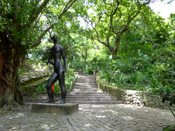 Kunst im Parque da Catacumba Rio