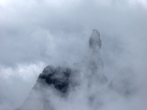 dedo de deus parque Serra dos Orgaos Brasilien im Nebel