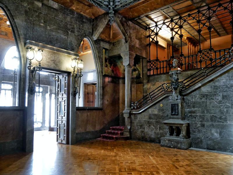 palau güell barcelona salo central