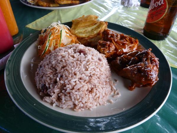 Bastimentos Alvin restaurant Huhn mit Reis und Banane