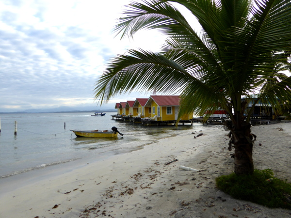 Isla Carenero Bocas del Toro huetten touristen