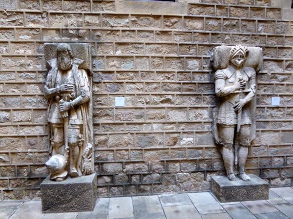 Sammlung sarkophage Hof Museu frederic mares palau reial barcelona