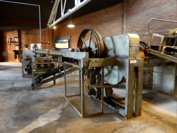 Töpfern La Bisbal Terracotta Museum Maschine