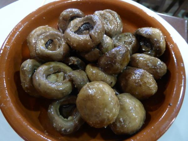 tapas in barcelona champignons