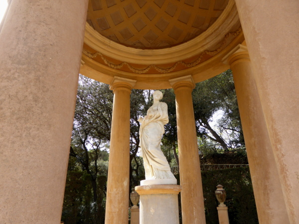 Labyrinth von Horta pavillon statue