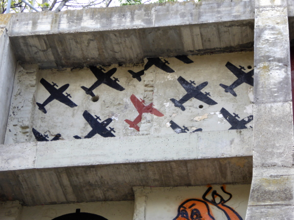 barcelona refugi 307 luftschutzbunker. grafiti bomber