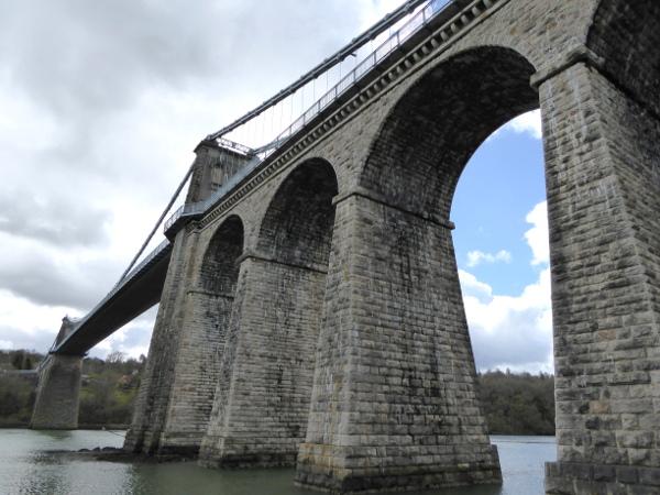 Anglesey Menai Bridge Wales.unten