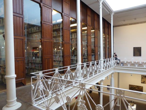 Barcelona Antoni Tapies bibliothek