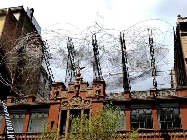 Barcelona Antoni Tapies nuvol i cadidra
