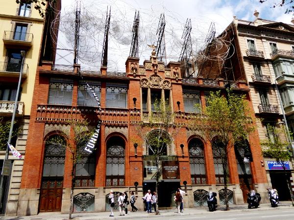 Fassade Modernisme Barcelona Antoni Tapies