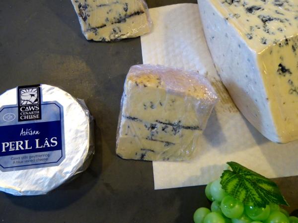 Perl Las Caerffili Cheese Wales Caws cenarth