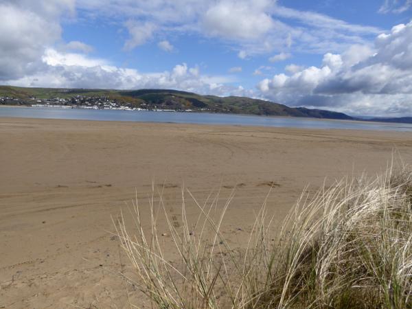 Ynyslas beach wales