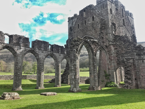 brecon beacon llanthony abbey Wales