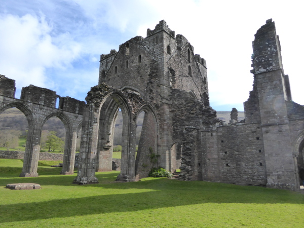 kirche kloster llanthony abbbey brecon beacon Nationalpark Wales
