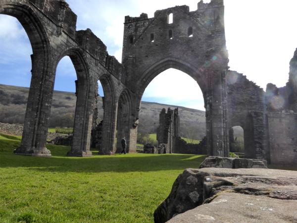llanthony abbey gegenlicht wales