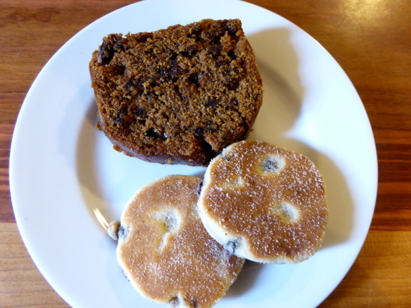 welsh cake und bara brith wales food