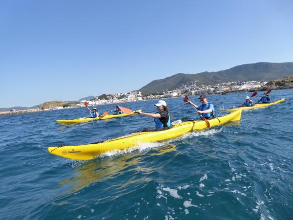 Llança Kajak Freibeuter Reisen vor der Küste