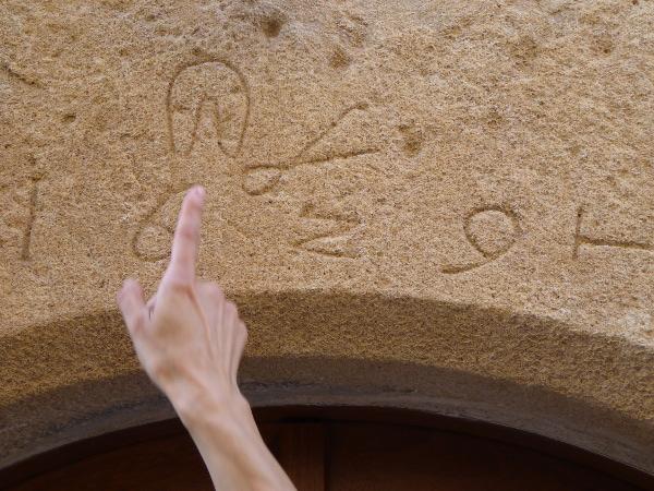 Pals Symbole an der Wand mittelalter