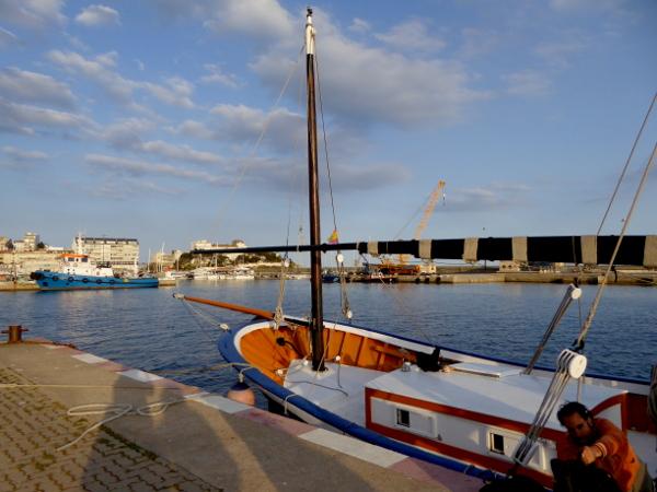 Telamarinera RAfael boot Costa Brava Freibeuter reisen. hafen sonnenuntergang