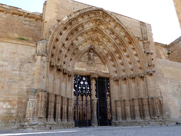 eingang kathedrale lleida la seu vella freibeuter reisen