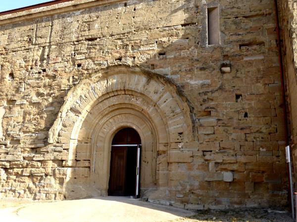 eingang kirche Burg der Tempelritter Gardeny Lleida Freibeuter Reisen