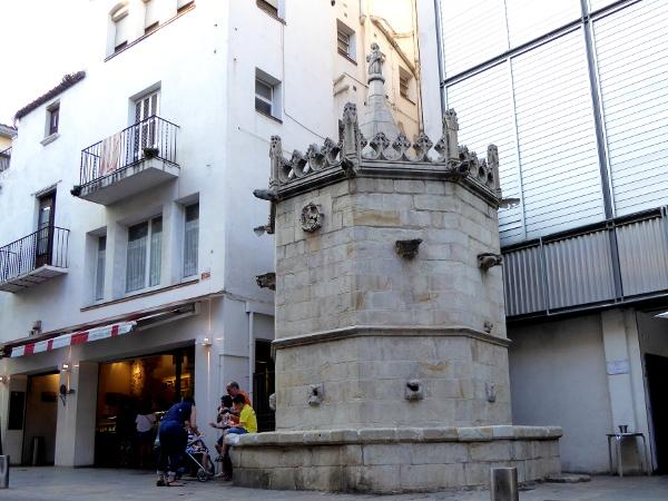 gotischer Brunnen Blanes Freibeuter Reisen
