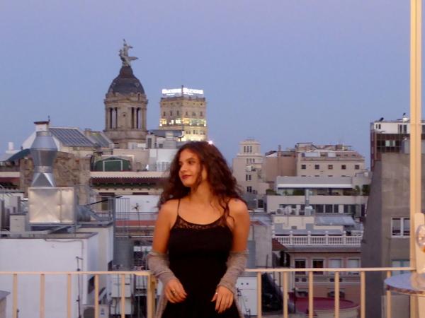 linchen auf dem dach casa batllo nit magica barcelona