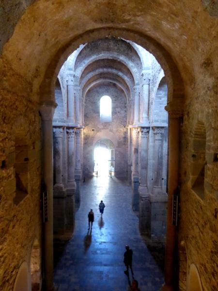 Das Kirchenschiff Sant Pere de Rodes Freibeuter Reisen