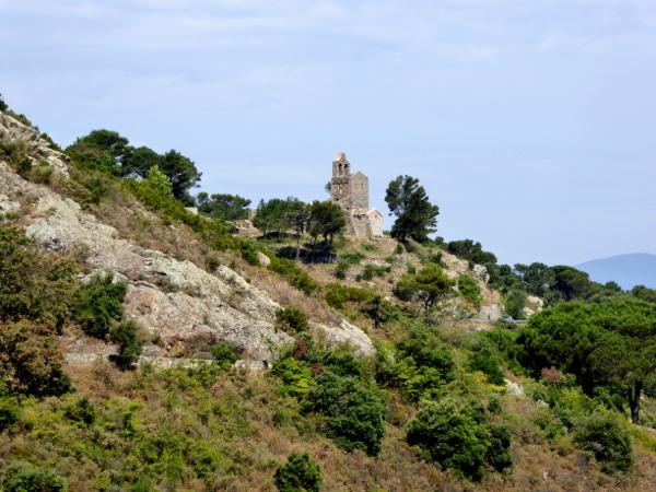 Dorf Kirche Santa Helena Sant Pere de Rodes Freibeuter Reisen.