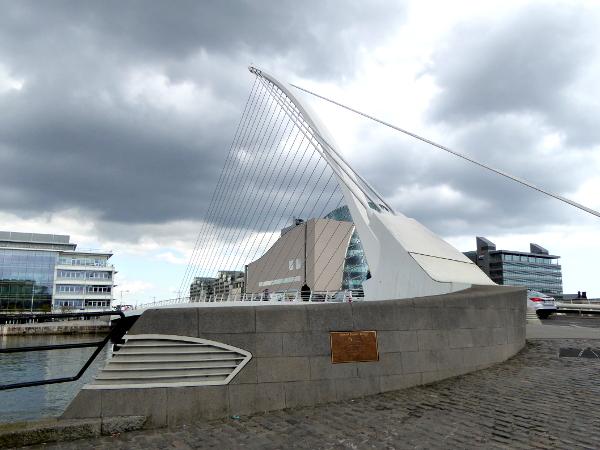 Dublin Brücke im Hafen Freibeuter reisen