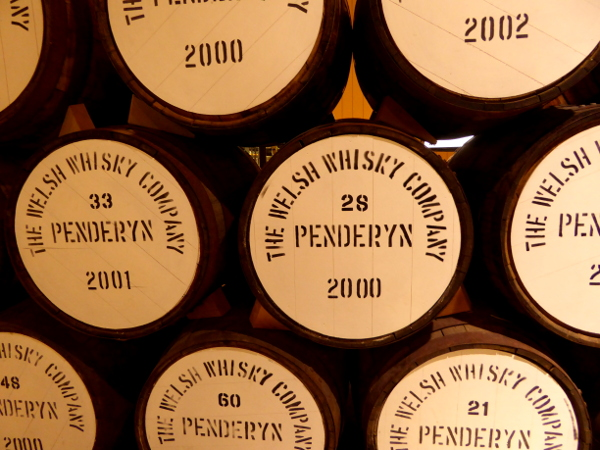 Fässer Penderyn Destillerie Wales Whisky Freibeuter Reisen