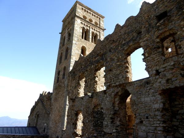 Glockenturm Sant Pere de Rodes Kloster Freibeuter reisen