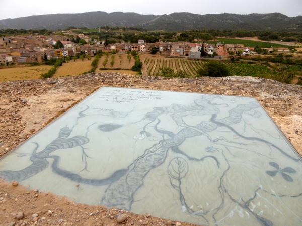 Kunstwerk mit ausblick Mas Blanch i Jové Weingut Costers del Segre Freibeuter Reisen