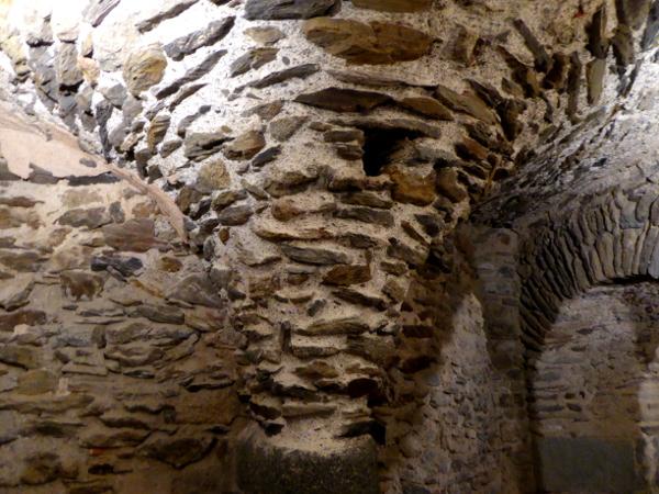 Sant Pere de Rodes Freibeuter Reisen. Keller untergewölbe