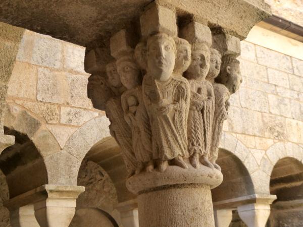 alte Kapitelle selfie der Mönche Sant Pere de Rodes Freibeuter Reisen