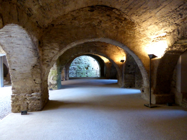 alter kreuzgang 9 jahrhundert Sant Pere de Rodes Freibeuter Reisen