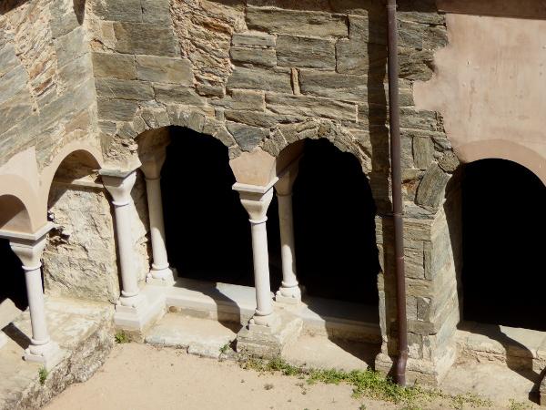 alter kreuzgang Sant Pere de Rodes Freibeuter Reisen.