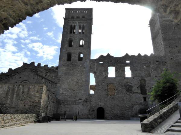 innenhof eingang Sant Pere de Rodes Kloster Freibeuter reisen