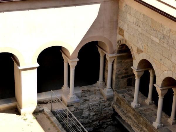 neuer kreuzgang restauriert Sant Pere de Rodes Freibeuter Reisen.