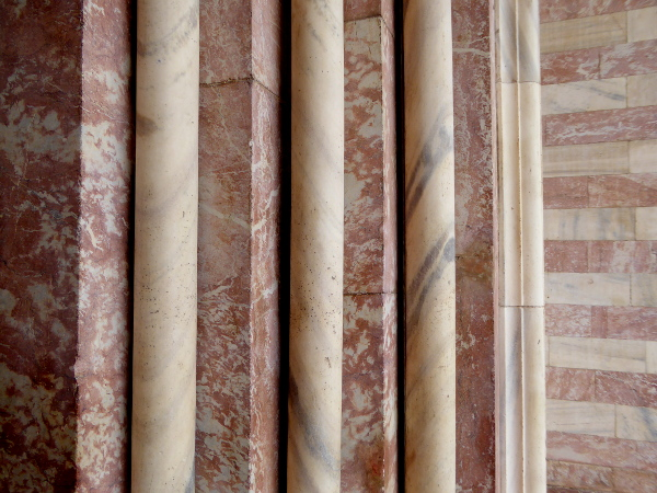 rosa Marmor Palais Majorque Perpignan Freibeuter Reisen
