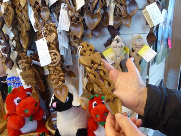 Wales Land und Leute Lovespoon red dragon freibeuter reisen
