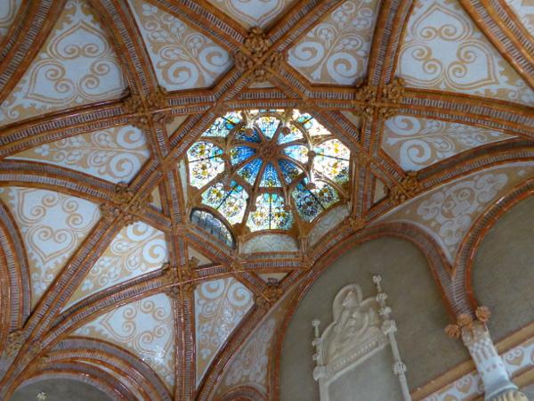 hospital-sant-pau-santa-creu-barcelona-glas-kuppel-freibeuter-reisen