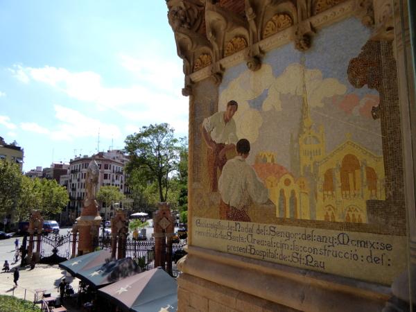 hospital-sant-pau-santa-creu-barcelona-mosaik-aussen-freibeuter-reisen