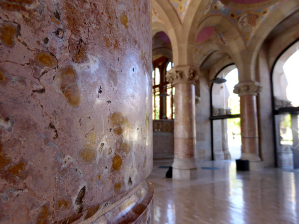 hospital-sant-pau-santa-creu-barcelona-rosa-marmor-freibeuter-reisen