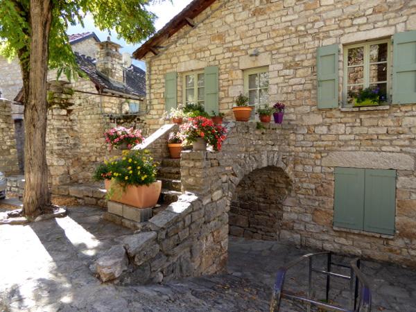 kleine-dorf-gorges-du-tarn-lozere-saint-enimie-freibeuter-reisen