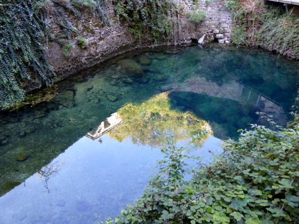 legende-quelle-saint-enimie-gorges-du-tarn-freibeuter-reisen