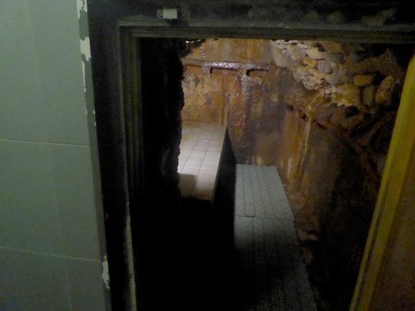 therme-sauna-hoehle-caldes-de-boi-freibeuter-reisen