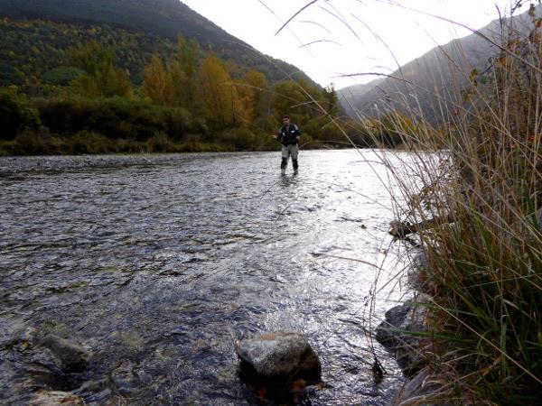 fliegenfischen-vall-de-boi-freibeuter-reisen-pyrenaeen