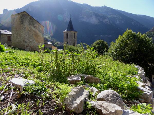 kirchturm-st-enimie-gorges-du-tarn-lozere-freibeuter-reisen