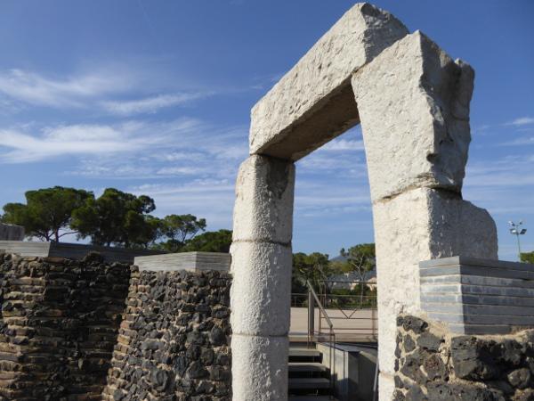 terrasse-krypta-gaudi-colonia-gueell-barcelona-freibeuter-reisen